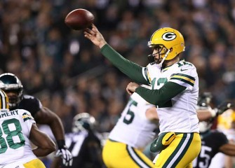 Aaron Rodgers Returns To Form, Leads Packers To 27-13 Win Over Eagles