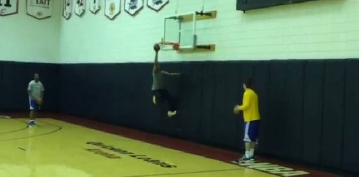 Alvin Gentry, Golden State Assistant Coach, Dunks Easily At 60 Years Old