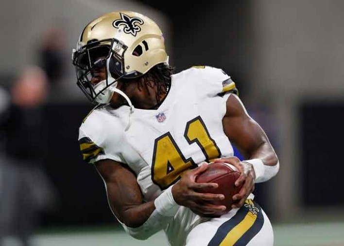 Cowboys' Jaylon Smith Not Flagged For Devastating Helmet-To-Helmet Hit On Saints' Alvin Kamara [VIDEO]