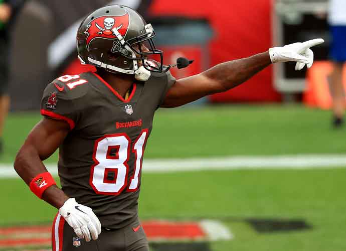 Antonio Brown Tests Positive For COVID-19