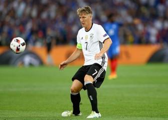 Bastian Schweinsteiger: Man Utd Midfielder Returns To First-Team Training