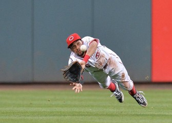 Reds' Billy Hamilton Makes Astounding Diving Catch In 3-0 Win Over Rangers