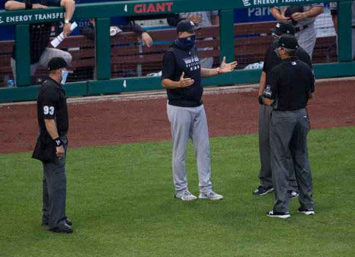WATCH: Yankees Manager Aaron Boone Confront Philly Umpires Over 'Fandemic Crew' Using Airhorns Outside Stadium