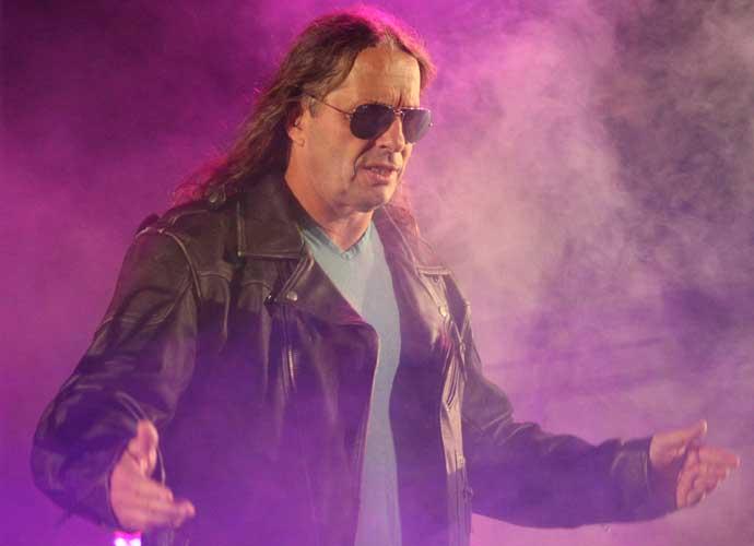 Bret Hart Set To Make WWE Return