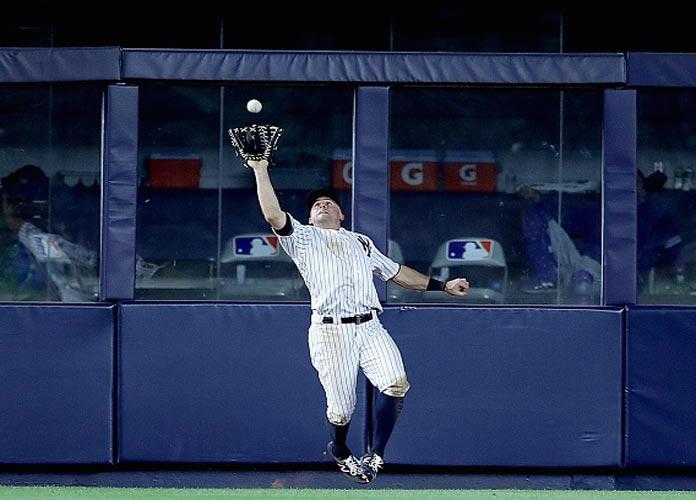 Brett Gardner Makes Wall-Crashing Catch In Yankees' Thrilling 7-6 Home Win Over Jays