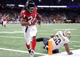 Super Bowl LI: Devonta Freeman Makes 37-Yard Run, Scores First TD As Falcons Lead 7-0 At Start of 2nd Quarter