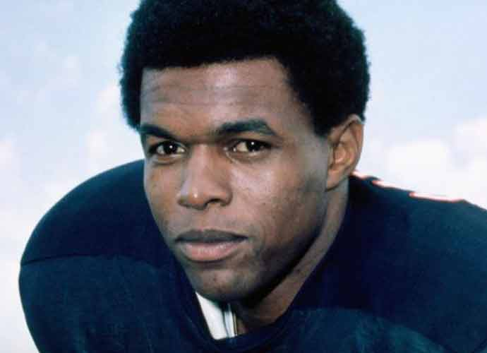 Chicago Bears Legend Gale Sayers Dies At 77