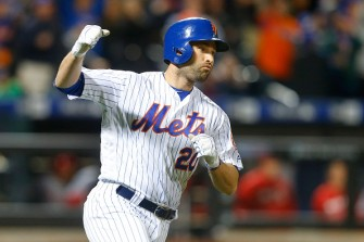 Neil Walker Leaves Mets' 5-2 Road Win Over Brewers After Taking 107-MPH Grounder To Chest