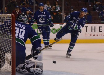 Vancouver Canucks Edge New York Rangers 2-1