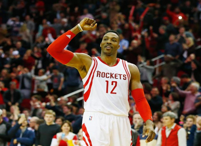 Dwight Howard Sinks Trick Shot From Opposite Free-Throw Line