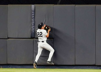 Watch: Yankees' Jacoby Ellsbury Crashes Into Center-Field Wall For Catch, Suffers Concussion