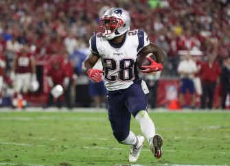 WATCH: James White Scores Patriots' First TD, Falcons Lead 28-9 After Gostkowski Misses Extra Point