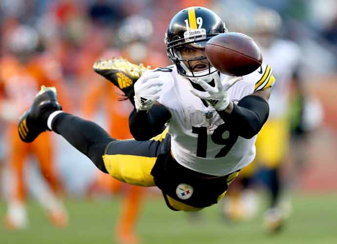 New York Jets Engaging In Talks With WR Juju Smith-Schuster, Sign Corey Davis