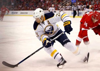 Sabres Forward Kyle Okposo Reportedly In ICU With Illness, Team 'Very Concerned'