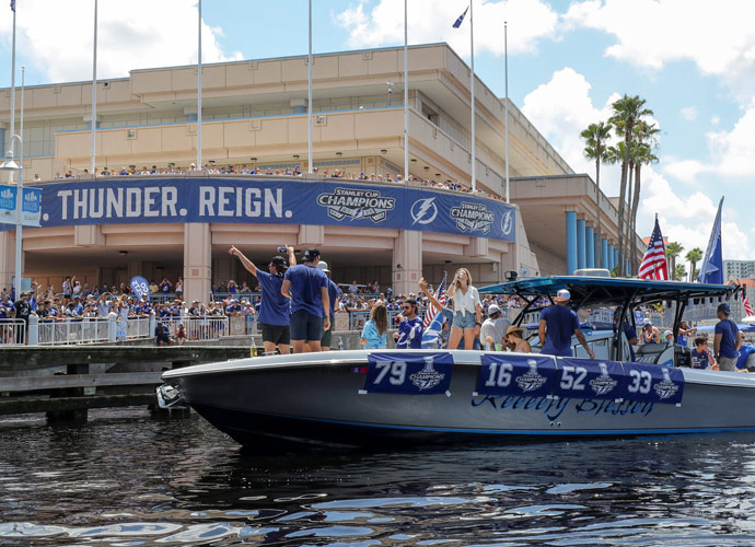 Tampa Bay Lightning Dent Stanley Cup During Boat Parade