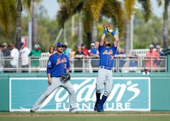 Watch: Mets Prospect Luis Guillorme Catches Flying Bat With One Hand In Dugout