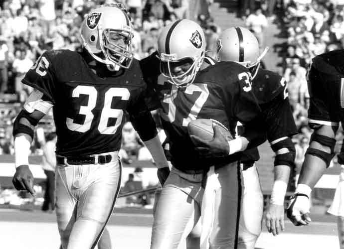 Former Raiders DE Mike Davis Passes Away