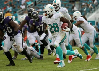 Dolphins Score Two Quick Touchdowns To Hold On Against Ravens