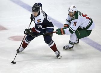Wild Skate Past Blackhawks 4-1 For Sixth Straight Win