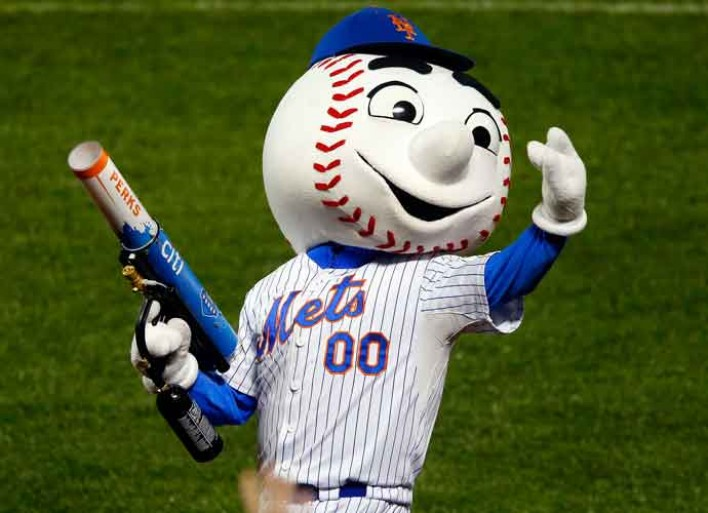 Mr. Met Gives Fans The Middle Finger, Team Apologizes