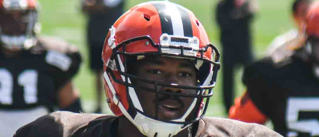 """Browns' Myles Garrett Says He Was Punched By """"Fan"""" Who Asked Him For Photo"""