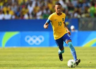 Neymar Reports To Training A Week Late Amid Transfer Talks To Join Former Club FC Barcelona