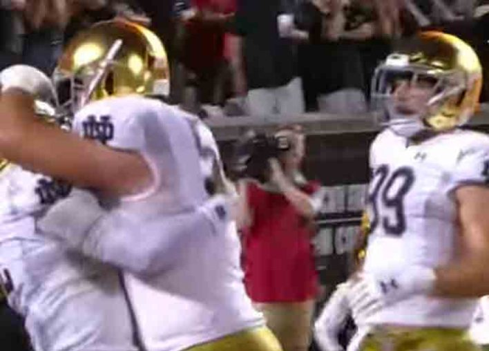 Notre Dame Beats Louisville 35-17 After Strong First Half [VIDEO]