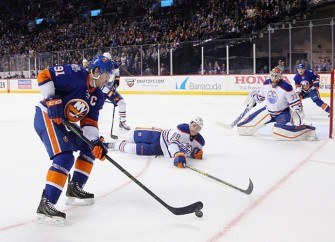 Oilers Skate Past Islanders 3-1 After Scoring Three Goals In Third