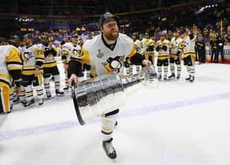 Longtime Pittsburgh Penguin Phil Kessel Traded