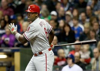Phillies Fan Who Caught Ryan Howard's HR Ball Returns It, Meets Retiring First Baseman