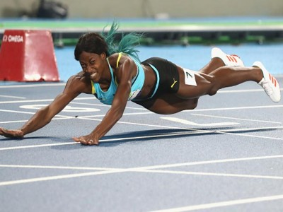 Bahamas' Shaunae Dives To Gold In Women's 400M, Beats USA's Allyson Felix