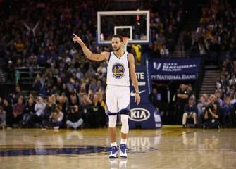 Watch: Warriors' Steph Curry Passes To His Dad Dell For Deep 3-Pointer