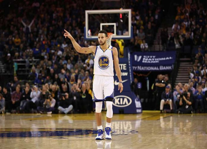 Warriors' Steph Curry Breaks Left Hand, Team Reacts [VIDEO]