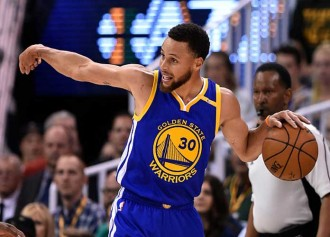 Warriors' Stephen Curry To Undergo MRI Friday After Groin Strain Vs. Bucks