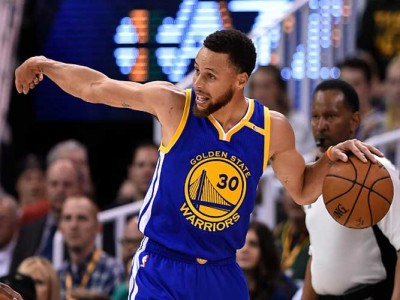 Steph Curry Voices Support For Colin Kaepernick, Says QB Should Be Signed