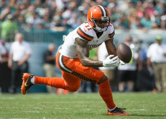 Browns WR Terrelle Pryor Makes Great Catch Over Defender In 29-10 Loss To Eagles