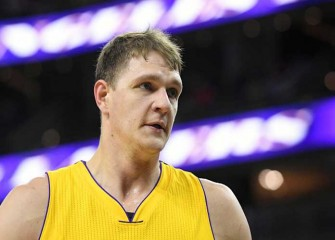 Timofey Mozgov Throws Down Big Alley-Oop Dunk In Lakers' 101-91 Win Over Kings