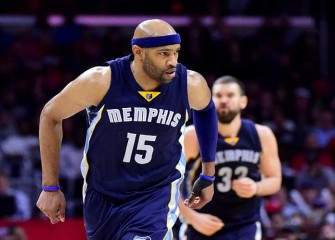 Watch: Vince Carter Makes Contested 360-Degree Layup One Day Before His 40th Birthday, Grizzlies Win