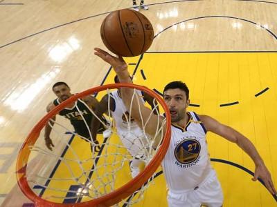 Spurs Fan Sues Zaza Pachulia, Warriors For Injuring Kawhi Leonard In Game 1